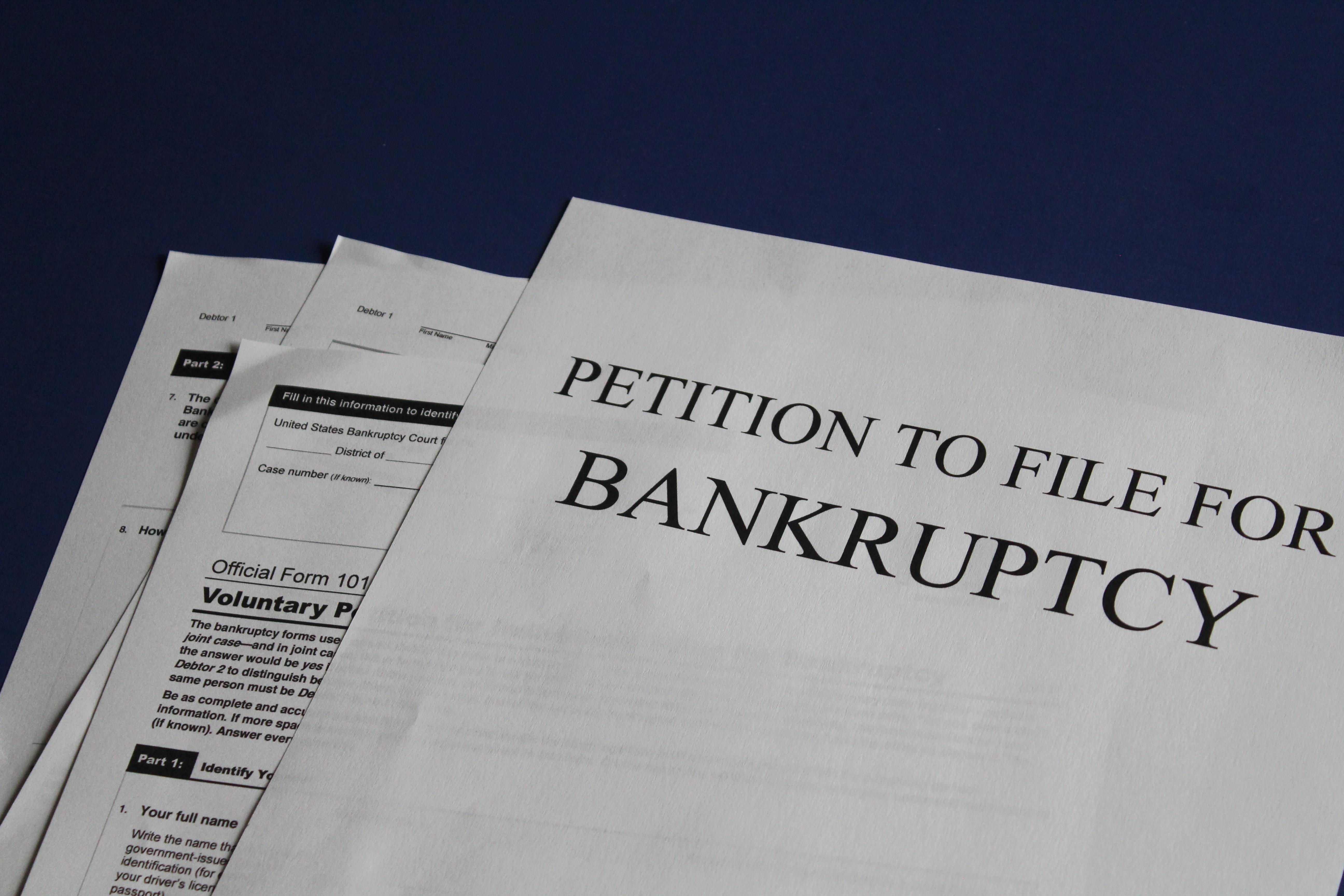 Как подготовить и подать заявление о банкротстве должника?